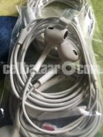 Apple earphone original - Image 3/3