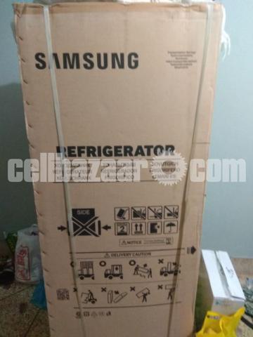 Samsung Refrigerator 275L - silver.. - 2/2