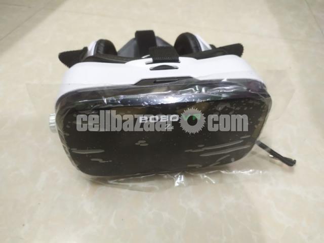 VR box with headphone - 2/4