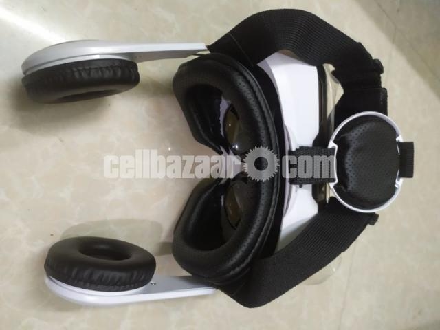 VR box with headphone - 4/4
