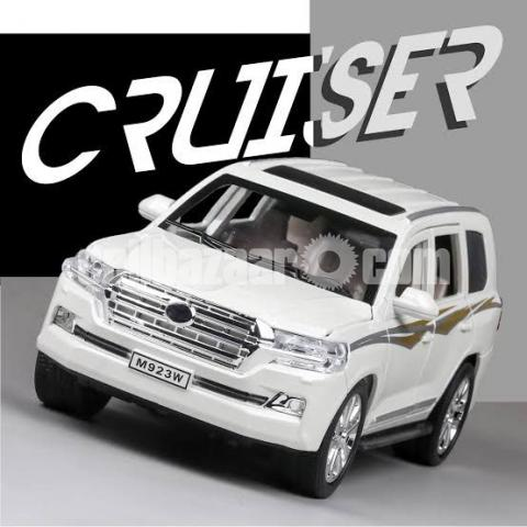 Land Cruiser 1/24 Model car - 3/8