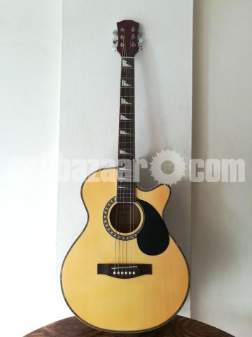 Full-fresh signature Guitar, looking new - 1/7