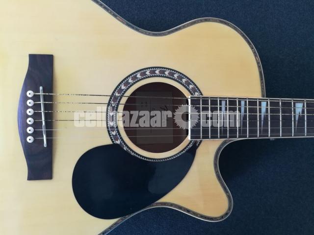 Full-fresh signature Guitar, looking new - 4/7