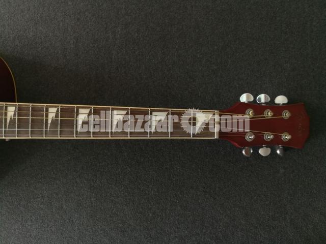 Full-fresh signature Guitar, looking new - 5/7