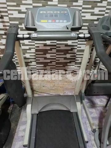 AMERICAN MOTION FITNESS ELECTRIC TREADMILL Made in Taiwan - 1/3