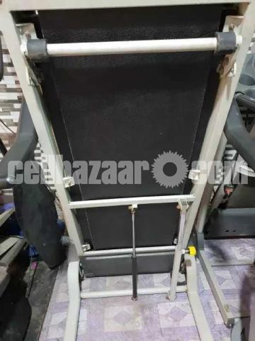 AMERICAN MOTION FITNESS ELECTRIC TREADMILL Made in Taiwan - 2/3