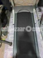 AMERICAN MOTION FITNESS ELECTRIC TREADMILL Made in Taiwan - Image 3/3