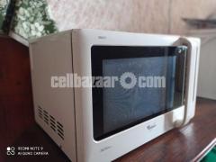 Microwave oven (Whirlpool)