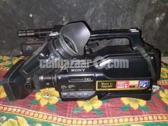 Sony HXR-MC2500 Professional Camera - Image 1/3