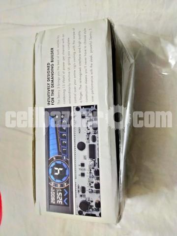 NZXT Sentry 3 Touchscreen Fan Controller - 1/4