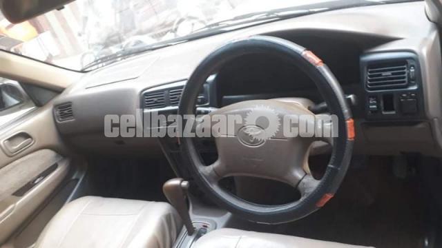 Toyota SE Saloon - 3/9