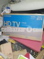 samsung 32 smart tv T4400