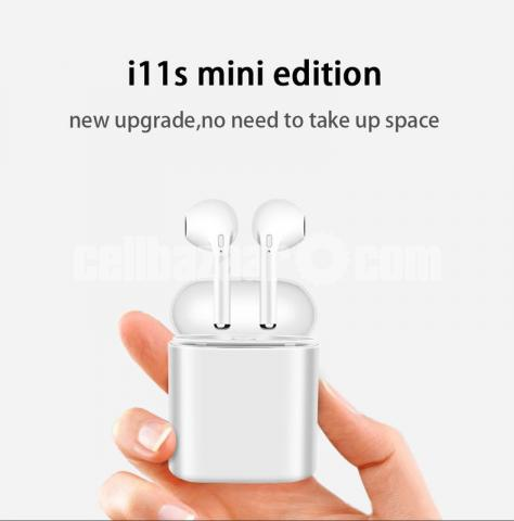 i11s TWS Earbuds with Charging case - 3/8