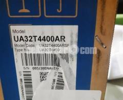 "Samsung 32"" UA32T4400ARSFS Smart HD TV - Black"