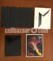 Apple iPad Pro 3rd Gen. 512GB, Wi-Fi + 4G (Unlocked), 12.9 With Smart Keyboard