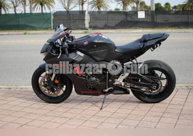 2017 honda cbr 1000 for sale contact WhatsApp +1216502792 - 1/2