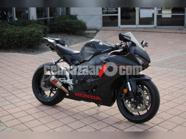 2017 honda cbr 1000 for sale contact WhatsApp +1216502792 - 2/2