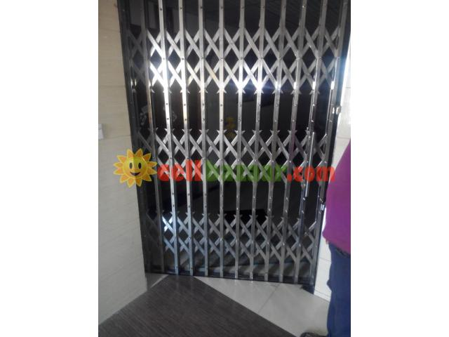 stainless collapsible gate - 2/2