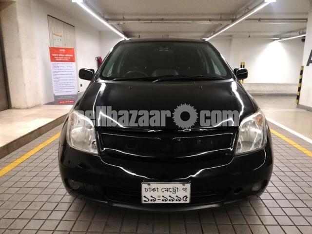 Toyota IST 1500cc - 2/10