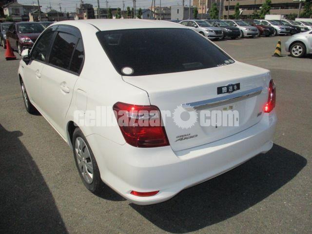Toyota Axio 2015 Hybrid - 2/3
