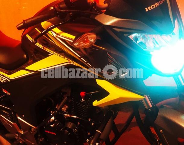 Honda hornet especial edition 2020 - 1/8