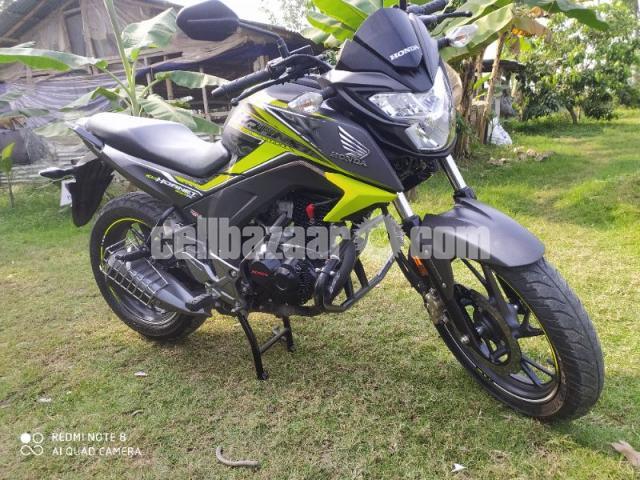 Honda hornet especial edition 2020 - 3/8