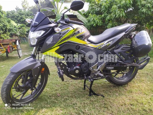 Honda hornet especial edition 2020 - 5/8