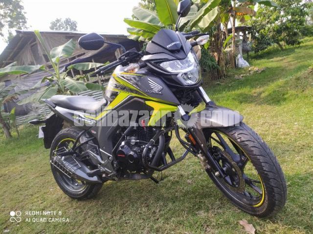 Honda hornet especial edition 2020 - 6/8