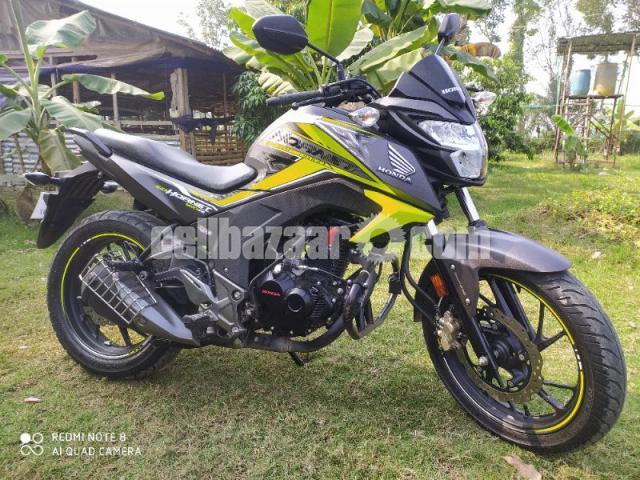 Honda hornet especial edition 2020 - 7/8