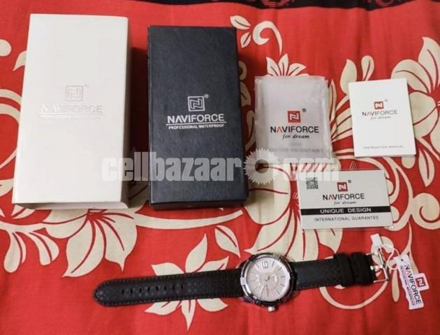 NAVIFORCE 9117 Sports Style Men Calendar Week Display Leather Strap Quartz Watch - 2/4