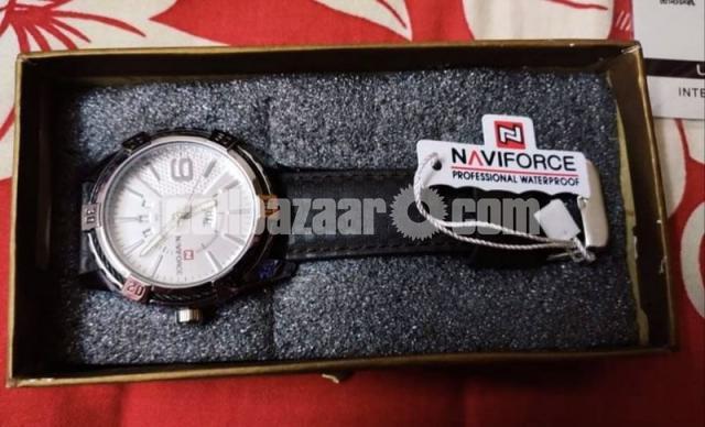 NAVIFORCE 9117 Sports Style Men Calendar Week Display Leather Strap Quartz Watch - 3/4