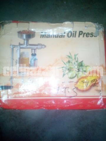 Manual oil press - 1/4