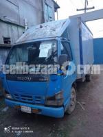 Isuzu NKR Covered Van 2