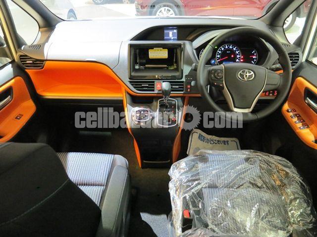 Toyota Voxy 2016 - 2/4