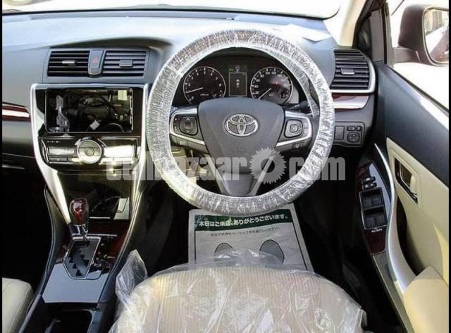 Toyota Premio 2019 - 1/5