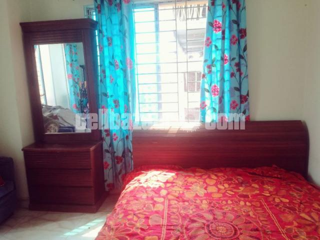 Bed and dressing table - 1/1