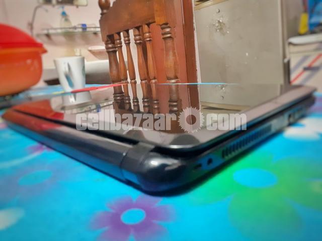HP 14-d008au Notebook laptop with 4 gb ram and fast processor(dual core E1 2100APU).Screen -14 inch - 4/7
