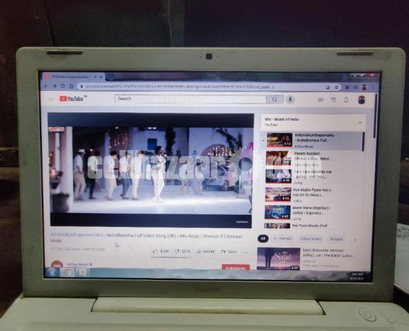 Apple MacBook laptop - 2/5