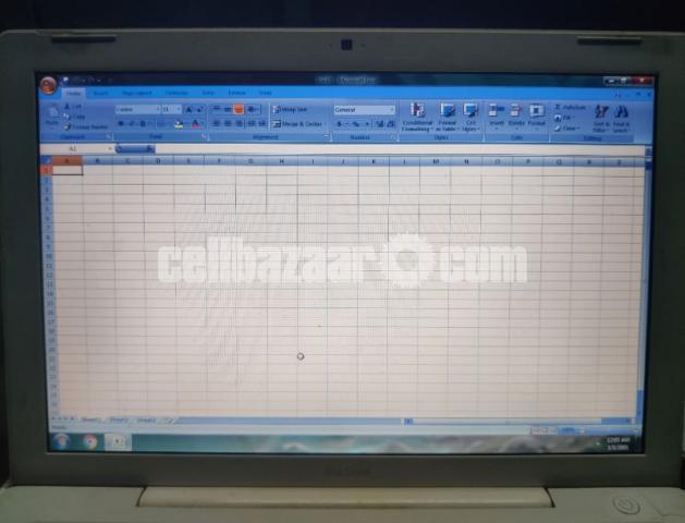 Apple MacBook laptop - 3/5