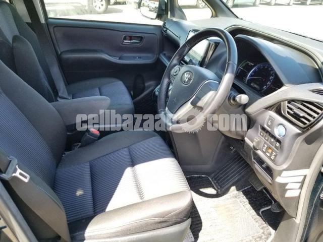 Toyota Voxy 2016 - 2/3