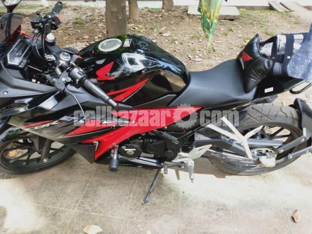 Honda CBR 150R - 2/4
