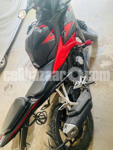 Honda CBR 150R - 3/4