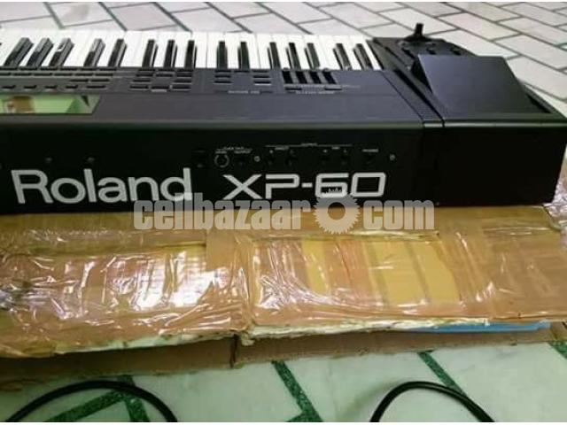 like new Roland xp 60 keyboard - 1/2