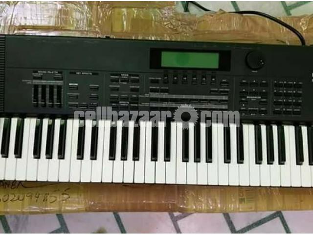 like new Roland xp 60 keyboard - 2/2