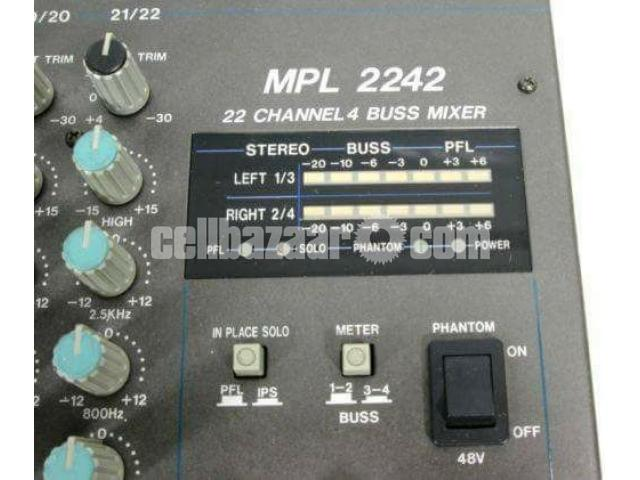 like new Samson 22 Chanel mixer - 2/2