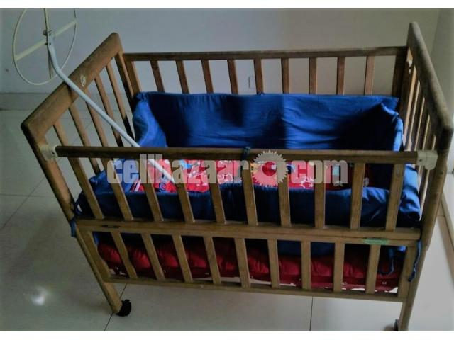 wooden baby cot / crib / bed - 1/1