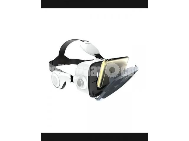 VR Z4 3D Glasses with Headphone – White - 1/1