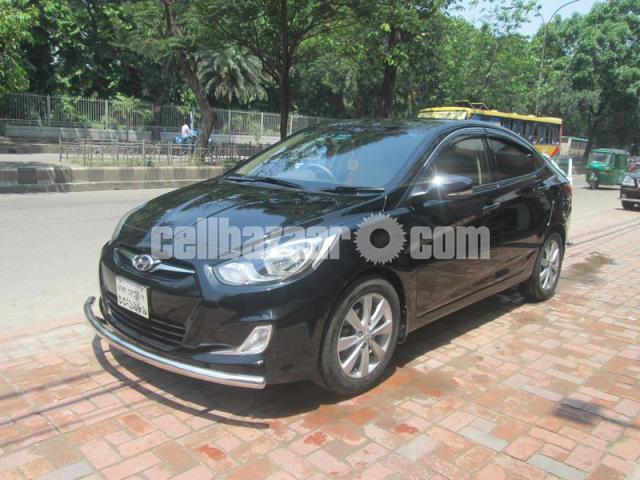 Hyundai accent blue 2011 - 2/5