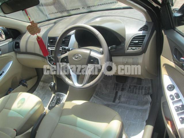 Hyundai accent blue 2011 - 3/5