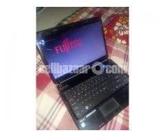 Fujitsu LH531 i3 500gb